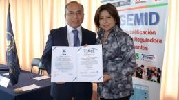 Por cuarta vez consecutiva y en reconocimiento a las metas alcanzadas en beneficio de la población. Se anuncia reto de certificar en más procesos y obtener certificación como Autoridad Reguladora de Referencia de la Salud OMS